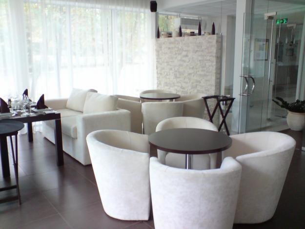 Барні стільці та столи